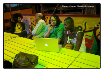 Meeting with Claire Tancons (art critic Guadeloupe, USA), artist Christophe Cuzin (France) teacher at the National Art school of Cergy, curator Régine Cuzin (not visible here), in the Roots Café in Raizet, after a conference by Claire. Photo: Charles Chulem-Rousseau