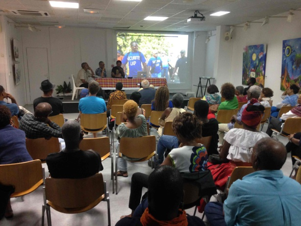 Belle participation du public, venu en force à la médiathèque du Moule