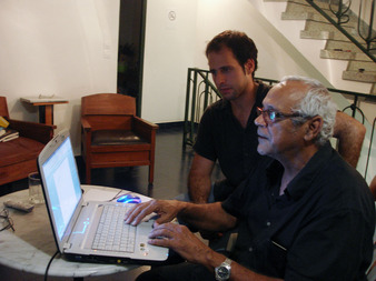 Artist Klodi Cancelier presenting his website to Carlos (Spain)