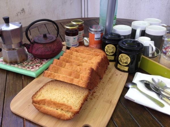 Petit Déjeuner offert à ceux qui arrivent avant 10h00! Free Breakfast for early birds!