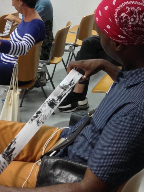 Le public prend plaisir à découvrir les séquences picturales de Christian Sabas