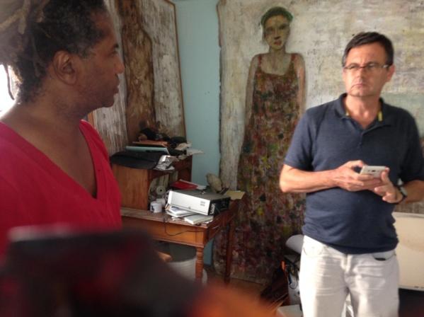 Le Dr Scheider (historien et psychiatre) a retrouvé l'artiste Christian Sabas à son atelier de Deshaies, suite à la conférence Art & Santé mentale, à laquelle ils étaient les principaux intervenants... L'Artocarpe continue de favoriser les échanges en ouvrant l'art à d'autres thématiques, ici la santé mentale...