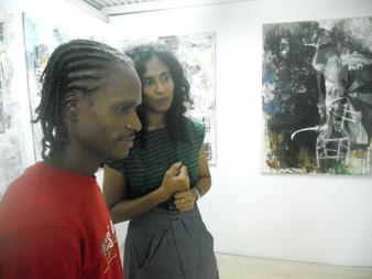 Karim au vernissage de l'exposition de Kelly Sinnapahmary et de Jean-Marc Hunt. Kelly est membre de L'Artocarpe