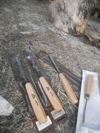 Les outils de Karim avant de commencer une nouvelle sculpture