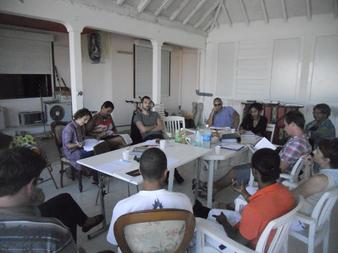 Assemblée générale de L'Artocarpe en présence des deux résidents, Karim Bléus (Haïti) et Cristina Pucci (Italie) - Janvier 2012 à St François en partenariat avec le Cabinet Ferly