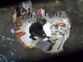 L'Artocarpe is initiating an official partnership with the Art school of Martinique, the sister island. Sebastien was the first artist to fly over to Ford-de-France for a conference and a weekly workshop with the students. He was supervised by Artocarpe member and school professor, Julie Bessard