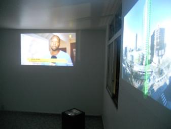 La salle vidéo au troisième niveau avec les oeuvres de plusieurs artistes