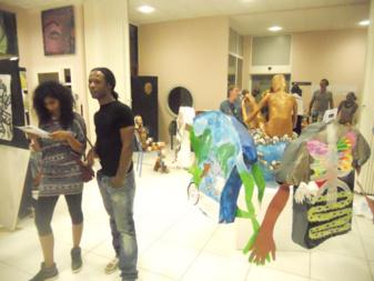 Jean-Marc Hunt et Kelly Sinnapah Mary au vernissage de Basse-Terre. Kelly devrait être la prochaine artiste invitée par le projet WI AN ART à proposer des ateliers dès la rentrée prochaine.