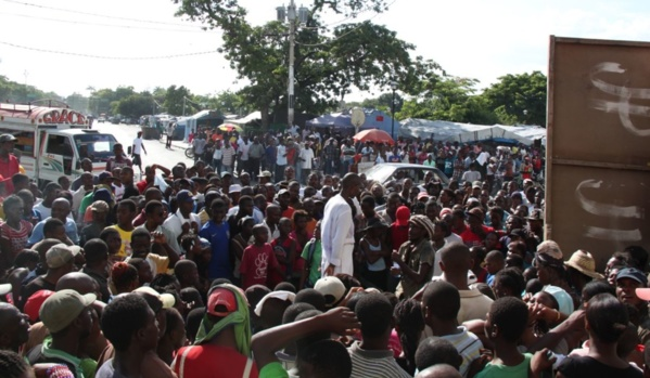 Joëlle Ferly lors de sa performance de 24 heures à jeun, Haïti, 2011. Photos Josué AZOR - www.revayiti.com