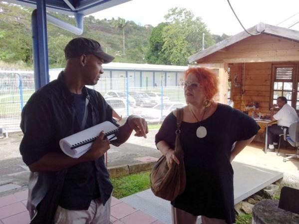 Régine Cuzin, Directrice Artistique de L'Artocarpe. L'Artocarpe s'est monté sur le réseau des artistes des expositions internationales Latitudes, mises en place par Régine Cuzin de 2002 à 2009, pour la Ville de Paris. Ici avec l'artiste Audry Liseron-Monfils à l'école d'art de Martinique.