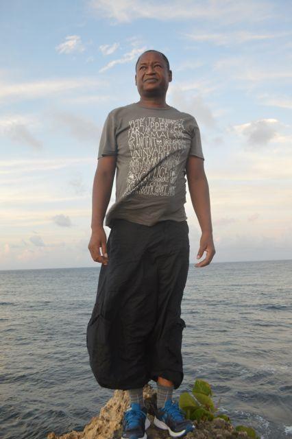 Henri Tauliaut – Guadeloupe/Martinique, en résidence à L'Artocarpe en Octobre 2014. En plus des trois résidences déjà effectuées à L'Artocarpe, Henri était présent à notre résidence interne du mois de Mars 2014 impliquant 22 membres pour repenser L'Artocarpe.