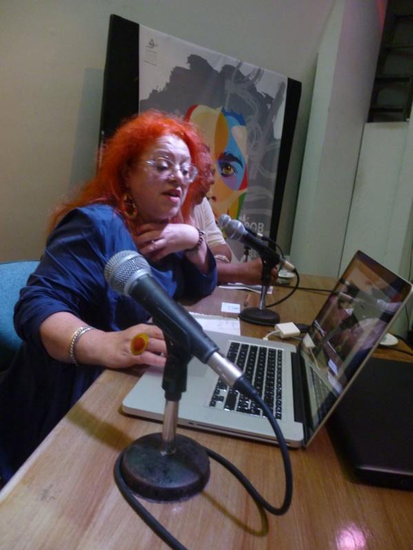 Regine Cuzin presenting L'Artocarpe in conference a las Casas de las Americas
