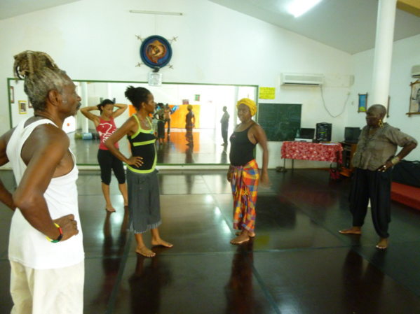Master class at Kamodjaka with choreographer Raymonde Torin (center) and Yane Mareine (right). October 2015